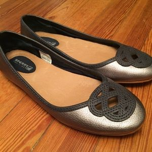 Sperry Sz 6.5 Silver Leather Flats